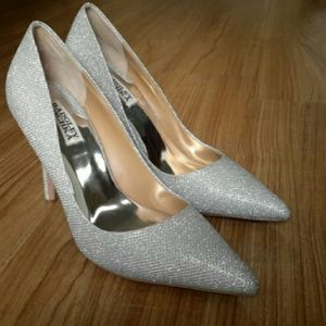 Badgley mischka silver shoes